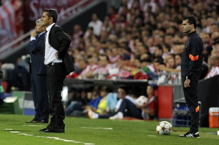 Imagen de Valverde y Lecescu durante el partido.