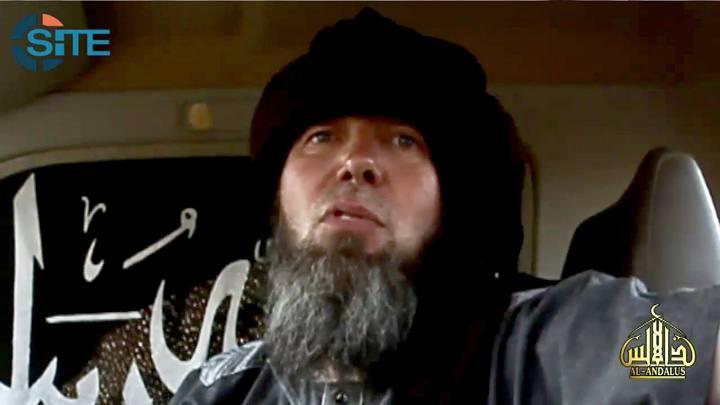 Imagen de un vídeo de la página web SITE en la que se muestra al rehén francés Serge Lazarevic en manos de AQMI