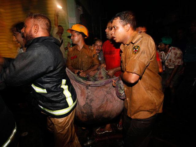 Al menos 108 muertos y más de 150 heridos en un incendio en Bangladesh