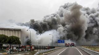 Un incendio destruye la fábrica de Campofrío en Burgos