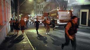 Decenas de muertos en el incendio de una discoteca en Brasil