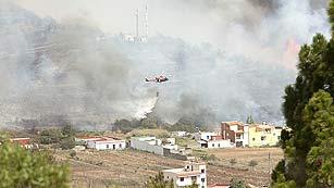 Se complican los incendios que afectan a La Gomera y Tenerife