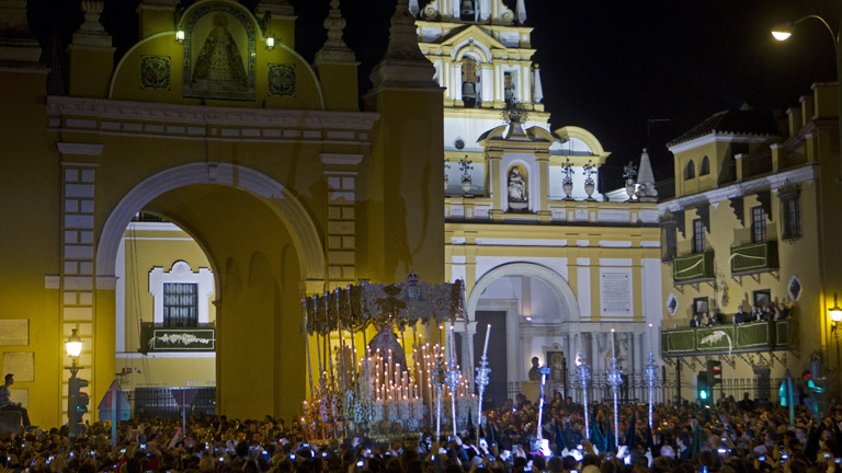 Todas las procesiones han desfilado en una noche larga y fría