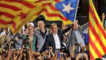 Ir al VideoLos independentistas de Junts pel Sí y la CUP suman la mayoría absoluta de escaños pero no de votos