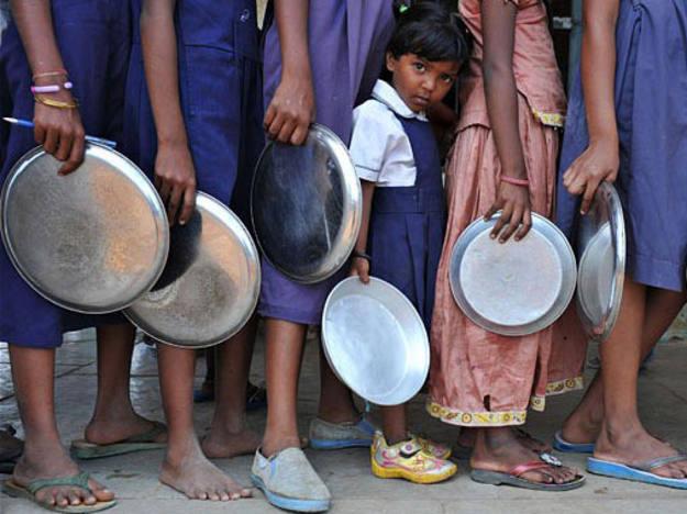 India el la mayor democracia y el país con más hambrientos del mundo.