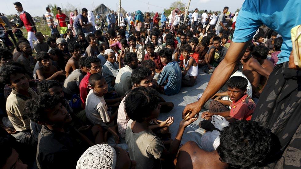 Indonesia rescata a otro medio millar de inmigrantes en el golfo de Bengala