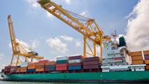 Ir al VideoLa industria exportadora es una de las grandes beneficiadas de la bajada del precio del petróleo