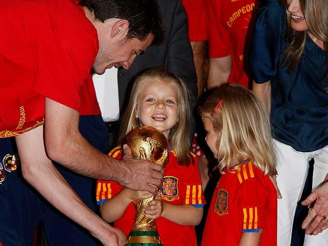 Leonor y Sofía también levantaron la Copa