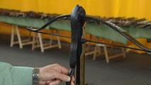 Ir al VideoEn Internet es fácil encontrar vídeos donde se muestra cómo fabricar una ballesta