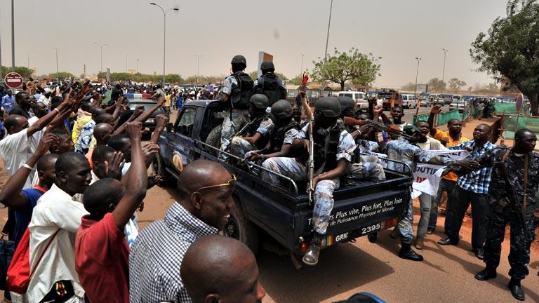 El Consejo de Seguridad de la ONU autoriza el envío de una misión militar a Mali