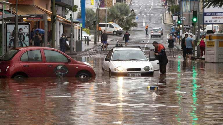 """La mañana -  Inundaciones en Tenerife: """"En dos horas los coches ya estaban flotando"""""""