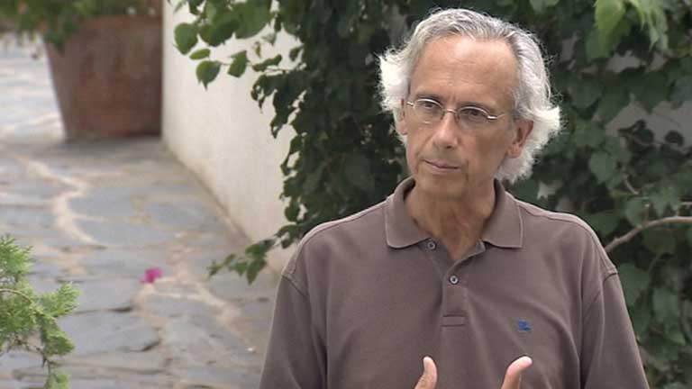 Un investigador español canceló su pasaje para el avión