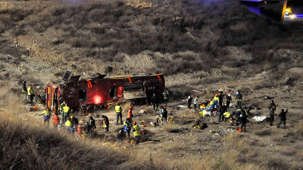 La Guardia Civil investiga las causas del accidente de autobús de Cieza