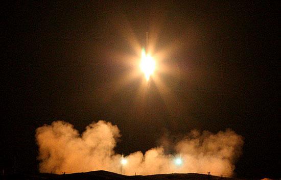 Irán lanza su primer satélite de fabricación propia