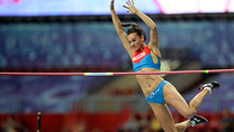 Ir al VideoIsinbayeva salta 4.89 y se lleva el oro