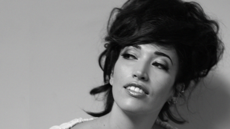 """Eurovisión 2012 - Nina Zilli representa a Italia con la canción """"L'amore è femmina"""""""