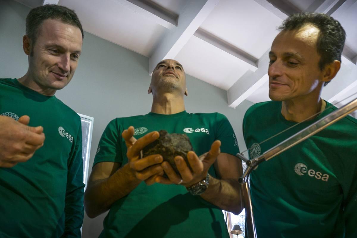 De izquierda a derecha, Matthias Maurer, Luca Parmitano y Pedro Duque.