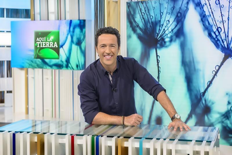 Jacob Petrus  presentador de 'Aquí la Tierra'