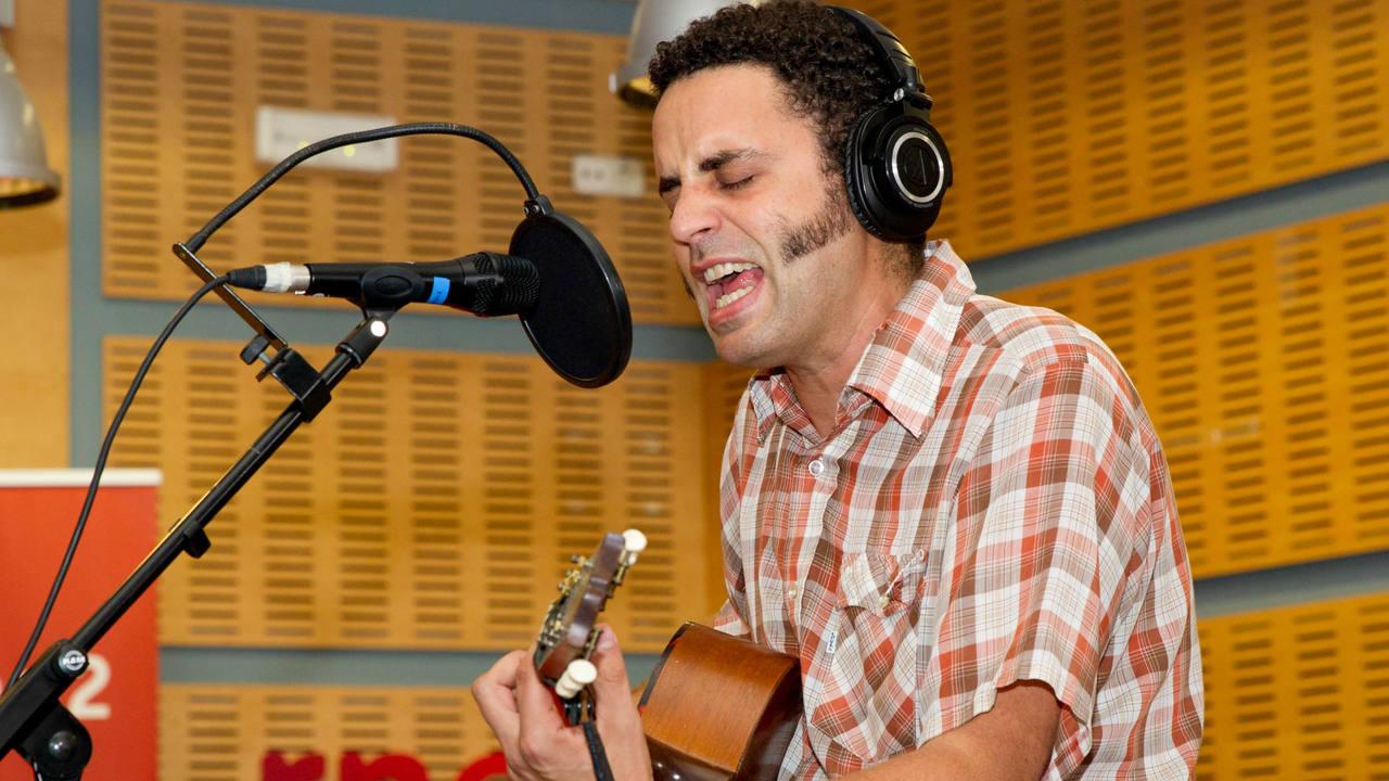 Jairo Zavala interpretó en acústico temas de su nuevo álbum