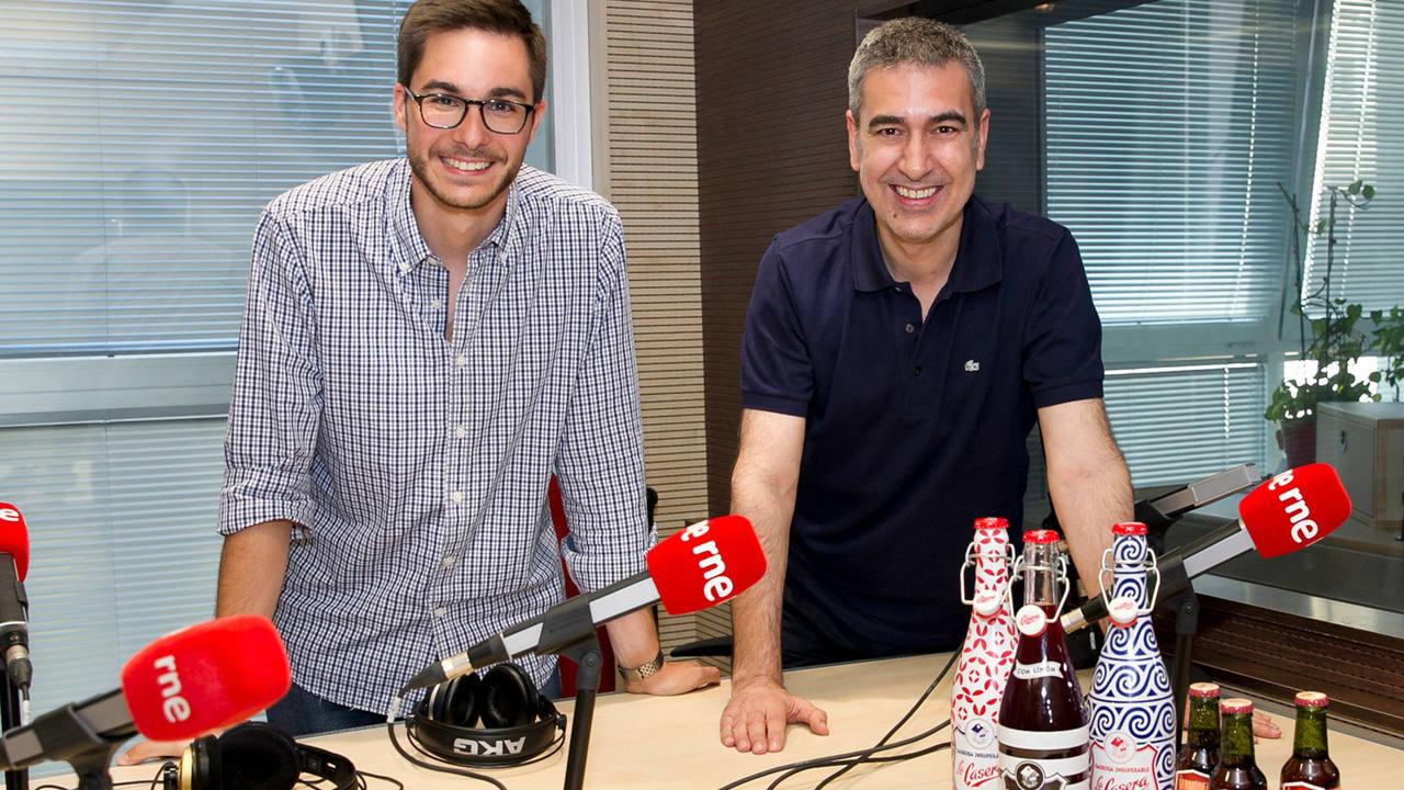 Joaquín Sánchez, 'Brand Manager' de La Casera, con Arturo Martín