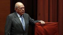 Ir al VideoJordi Pujol comparece por segunda vez en la comisión del Parlamento catalán que investiga su fortuna oculta