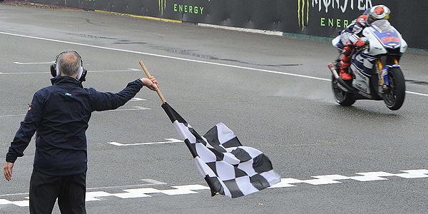 Jorge Lorenzo supera la meta de Le Mans.