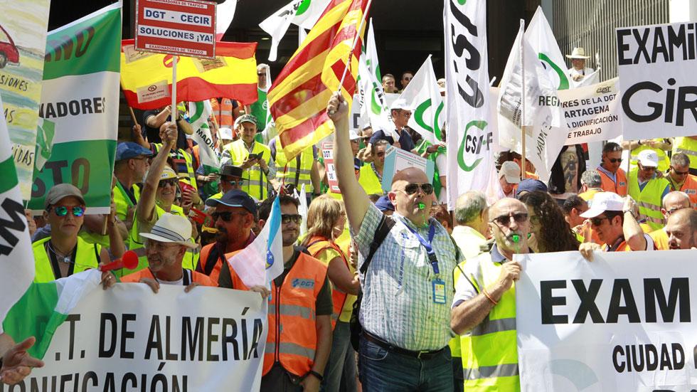 Jornada de huelga de los examinadores de Tráfico