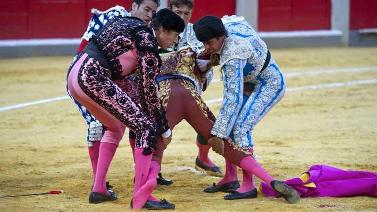 José Tomás toreará en León a pesar de la aparatosa cogida que sufrió en Granada