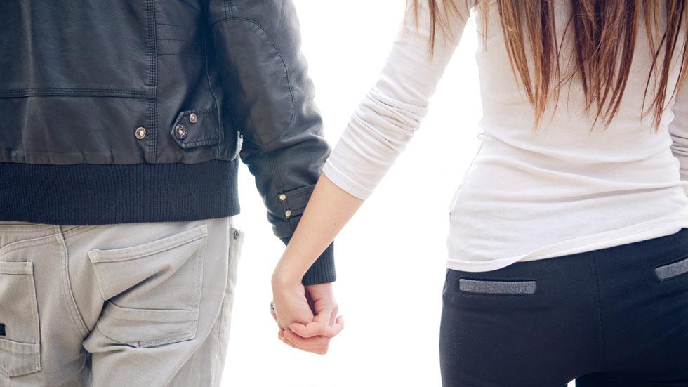Uno de cada tres jóvenes considera aceptable controlar a sus parejas
