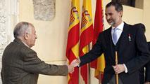 Ir al VideoJuan Goytisolo recibe el Premio Cervantes de manos del rey don Felipe