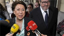 Ir al VideoLa juez de los ERE impone a Magdalena Álvarez una fianza civil de 29,5 millones de euros