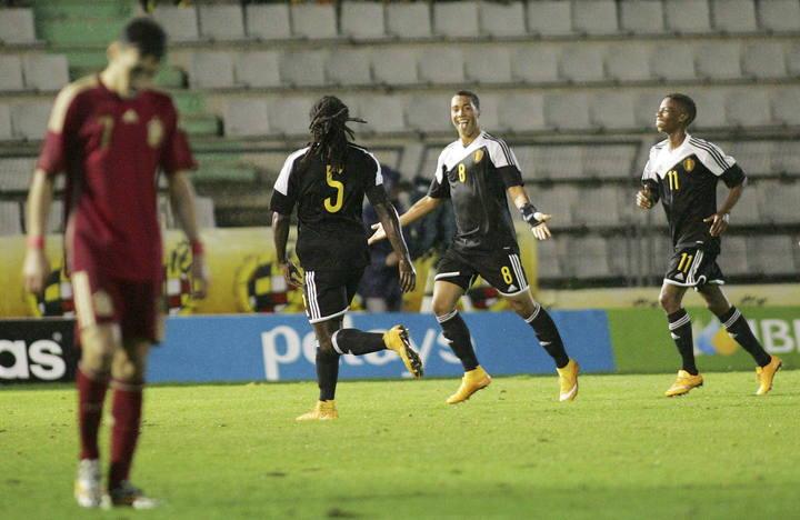 Los jugadores de la selección belga sub-21 celebran uno de sus goles frente a la selección española.