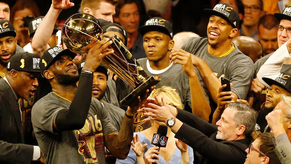 'King' James 'regala' a los Cavaliers el anillo de la NBA