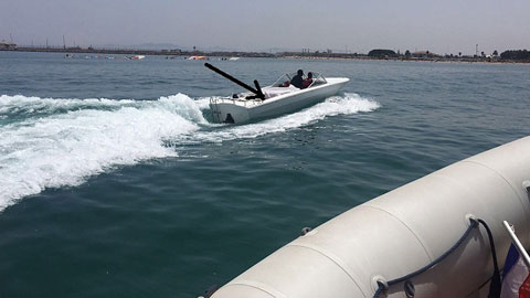 Ir al VideoUna lancha con 40 inmigrantes desembarca en una playa de Cádiz