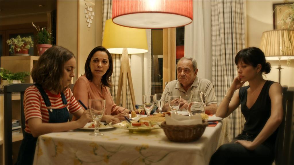 Estoy Vivo - Laura le pide a su familia que se mantengan unidos