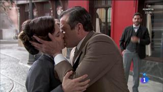 Acacias 38 - Leandro le declara su amor a Juliana en plena calle