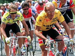 Lemond gana a Fignon por 8 segundos