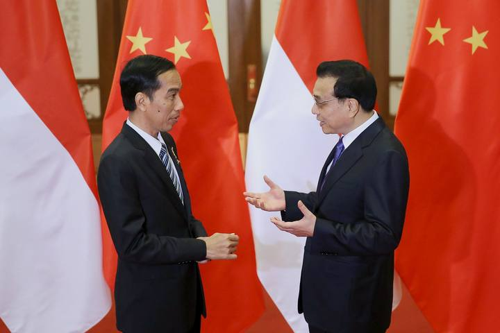 Li meets Indonesia's Widodo at the Great Hall of the People on March 27, 2015 in Beijing