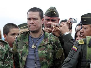 Los rehenes liberados por las FARC llegan al aeropuerto de Bogotá