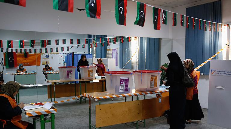 Libia celebra unas elecciones legislativas clave para evitar caer en el caos