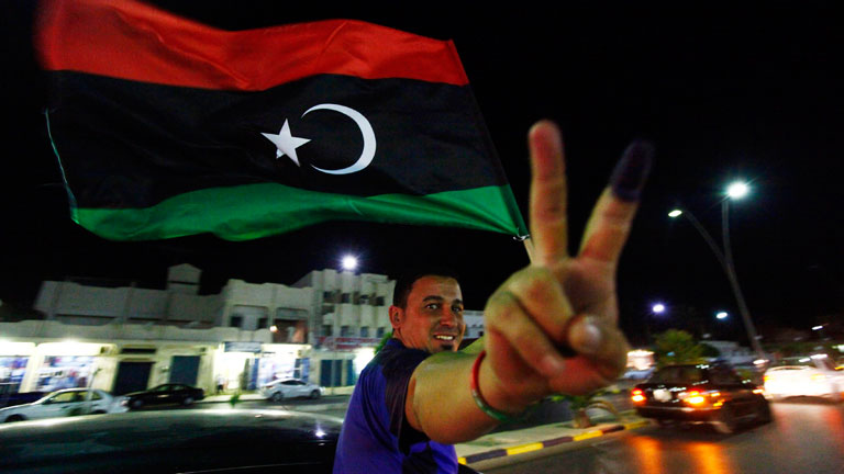 Los libios votan entre la alegría y el miedo en una jornada histórica