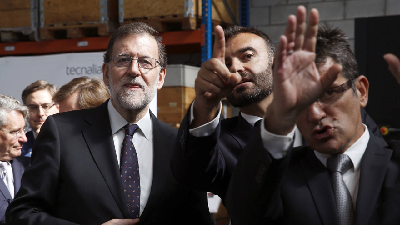 El líder del PP, Mariano Rajoy, en una visita en San Sebastián a un centro de investigación tecnológica