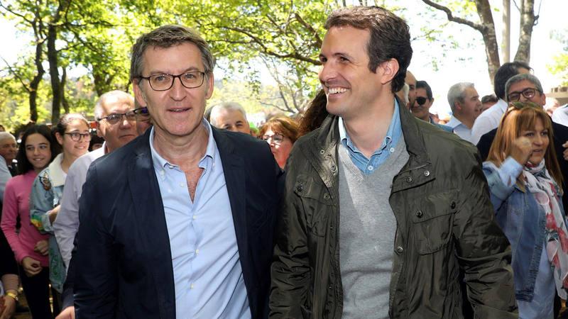 El líder del PP, Pablo Casado y el Presidente de la Xunta, Alberto Núñez Feijóo durante un acto en Coruña
