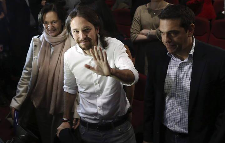 El líder de Podemos, Pablo Iglesias (c)