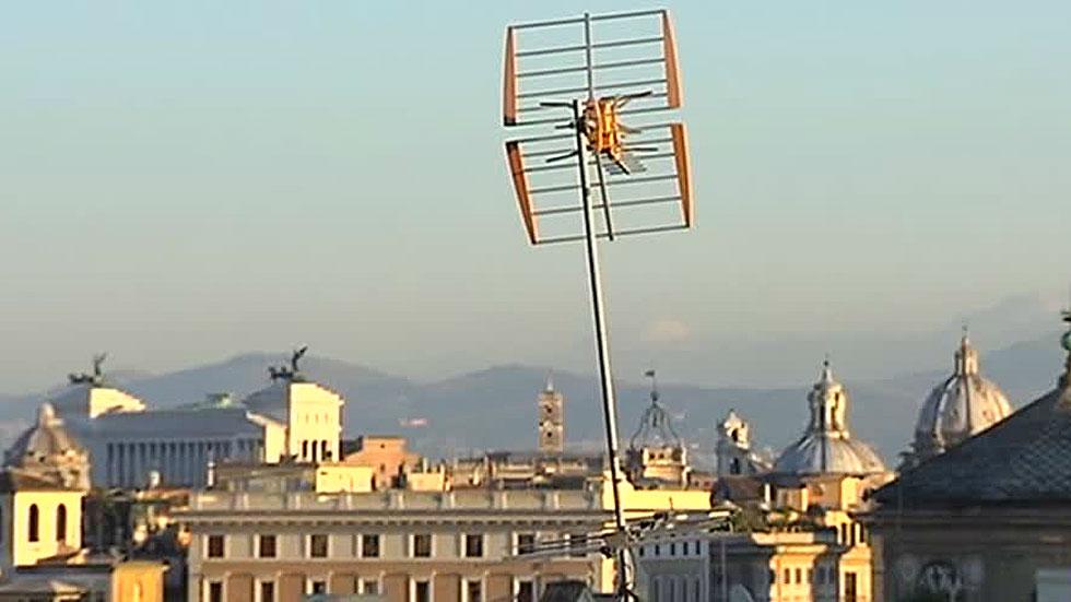 Roma se propone limpiar sus tejados de antenas y parabólicas