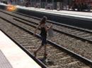 Ir al VideoL'informatiu - Creuant la via a Castelldefels