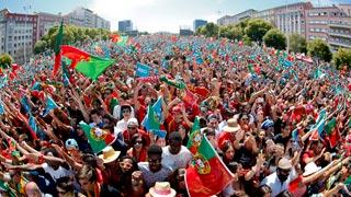 Lisboa se vuelca con los campeones de Europa de fútbol