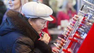 """La llamada """"tasa rosa"""" discrimina las versiones femeninas de algunos productos encareciéndolas"""