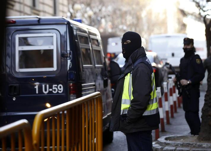 Llegada a la Audiencia Nacional del furgón que traslada a los cuatro presuntos yihadistas detenidos en Ceuta.