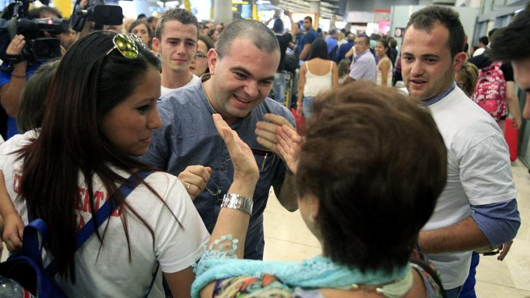 Llegada a España el padre Toño, después de parmanecer 37 días en una cárcel de El Salvador